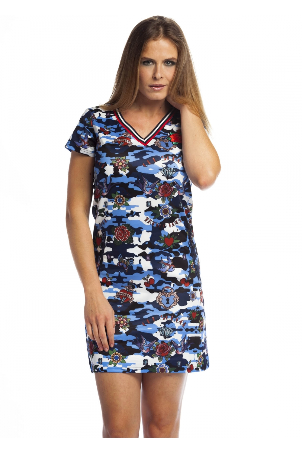 f9c9588cdf62 A-line dress with short sleeves and V-neckline. It has an old school ...